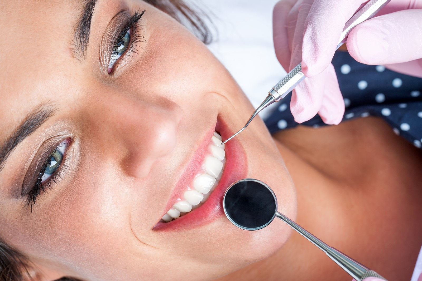 cosmetic dentist for a teeth whitening session